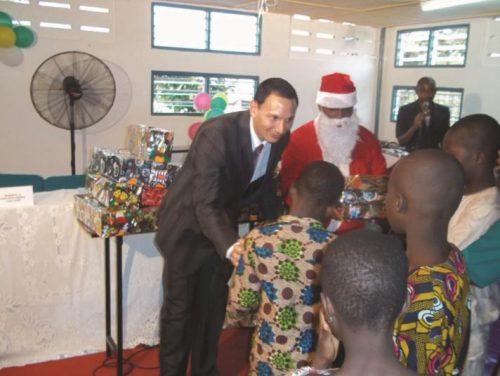 Lydia Ludic Togo organise un Arbre de Noël pour 200 orphelins togolais - Décembre 2012