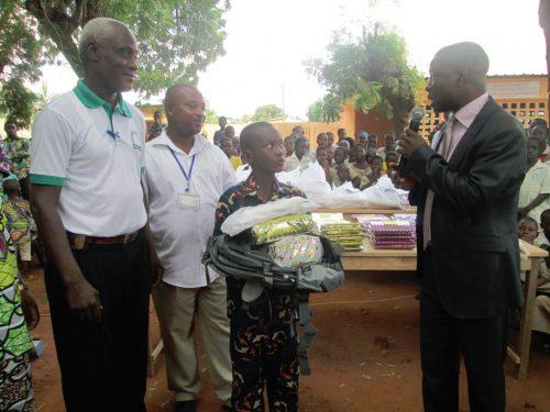 Lydia Ludic Togopromeut la scolarisation à Mission-Tové - Septembre 2013