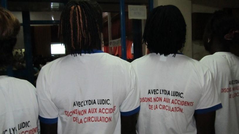 Lydia Ludic Burkina Faso crée des T-shirts pour laPrévention Routière - Mars 2013