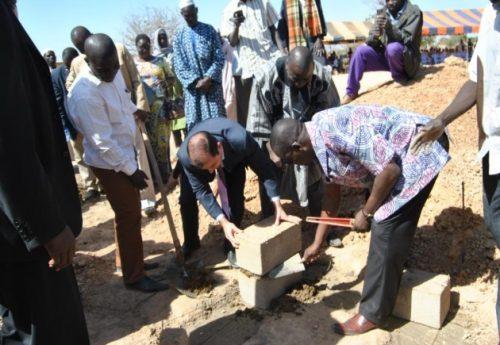 Lydia LudicBurkina Faso pose la première pierre de la construction d'un centre préscolaire à Ouagadougou - Janvier 2014