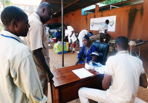 Les employés de Lydia Ludic Burkina Faso donnent leur sang - Octobre 2014