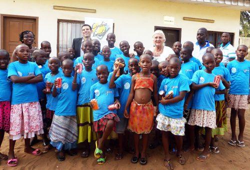 Lydia LudicCôte d'Ivoire offre une cuisine aux orphelines de Grand-Bassam - Décembre 2014