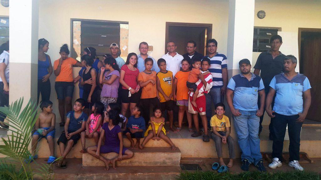 Lydia Ludic Paraguay offre des lits et des matelas à un orphelinat - Janvier 2015