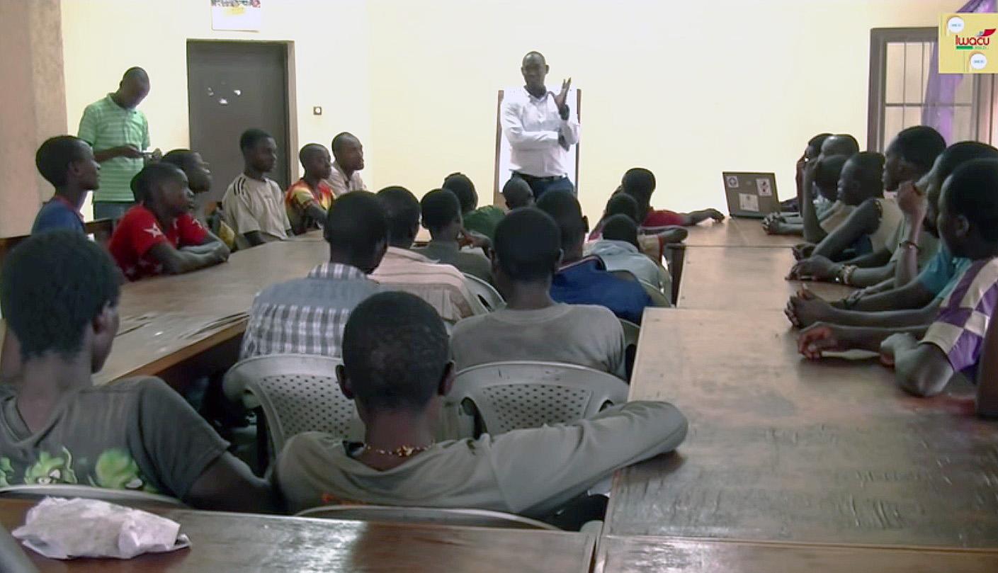 Lydia Ludic Burundi offredes formations aux jeunes entrepreneurs de Bujumbura - Février 2015