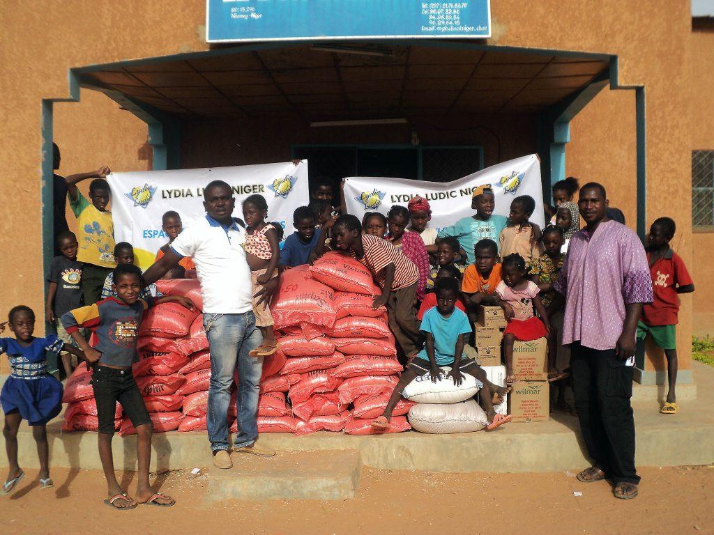 Lydia Ludic Niger vient en aide à l'orphelinat Le Bon Samaritain - Janvier 2015