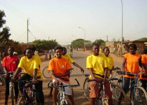 Lydia Ludic Burkina Faso sponsorise la course cycliste de Bobo-Dioulasso - Mars 2010