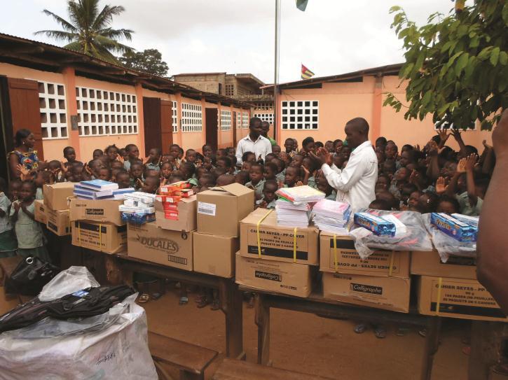 Lydia Ludic Togo fait un don de Noël à l'orphelinat de Kanté - Décembre 2012
