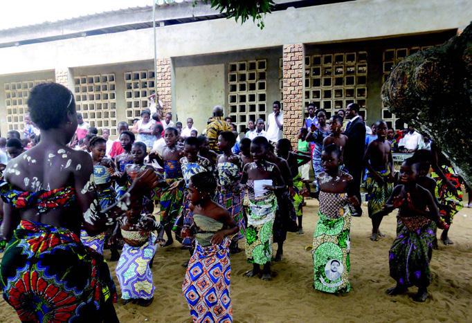 Lydia Ludic Togo fait un don à l'école primaire de Dagué - Février 2012