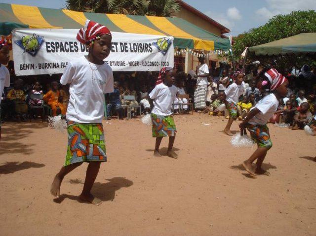 Lydia Ludic Burkina Faso sponsorise les fêtes du groupe scolaire Le Petit Monde - Juillet 2012