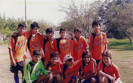 Lydia Ludic Paraguay sponsorise l'équipe de l'école de footballEULOGIC CÁCERES - Janvier 2009