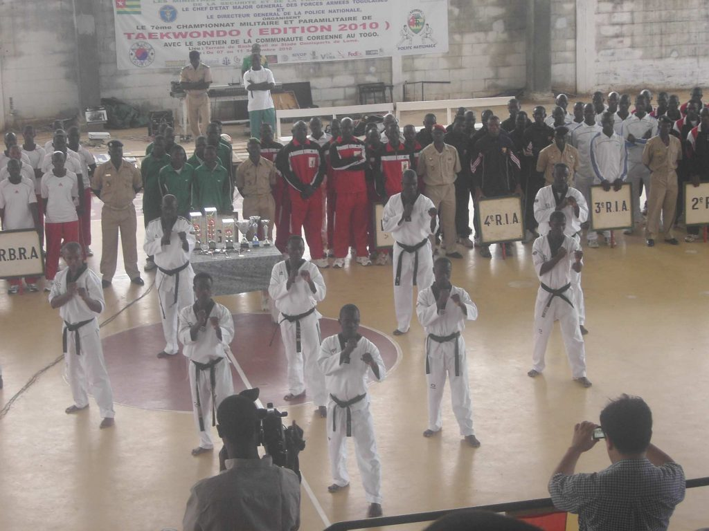 Lydia Ludic Togo sponsorisel'équipe de Taekwondo de la Police Nationale - Septembre 2010