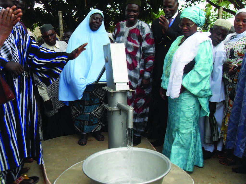 Lydia Ludic Togo construit un puits pour offrir de l'eau potable au village deKpatakpani - Juin 2011