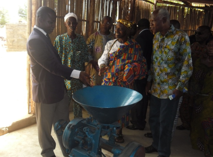 Lydia Ludic Togo fait don d'un moulin aux travailleuses de l'association ESPOIR MOKPOKPO - Mars 2012