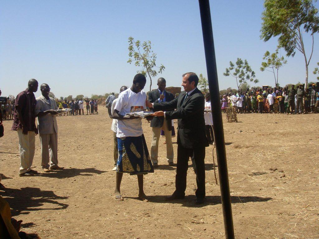 Lydia Ludic Burkina Faso s'implique pourla 5e édition de la Journée de partage et d'appui à la scolarisation - Janvier 2010