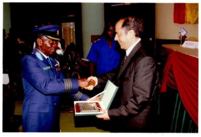 Lydia Ludic Burkina Faso reçoit une distinction de l'Office de Liaison de l'Afrique de l'Ouest - Avril 2010