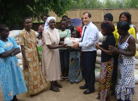 Lydia Ludic Burkina Faso soutient la Paroisse Saint-André de Saaba - Août 2011