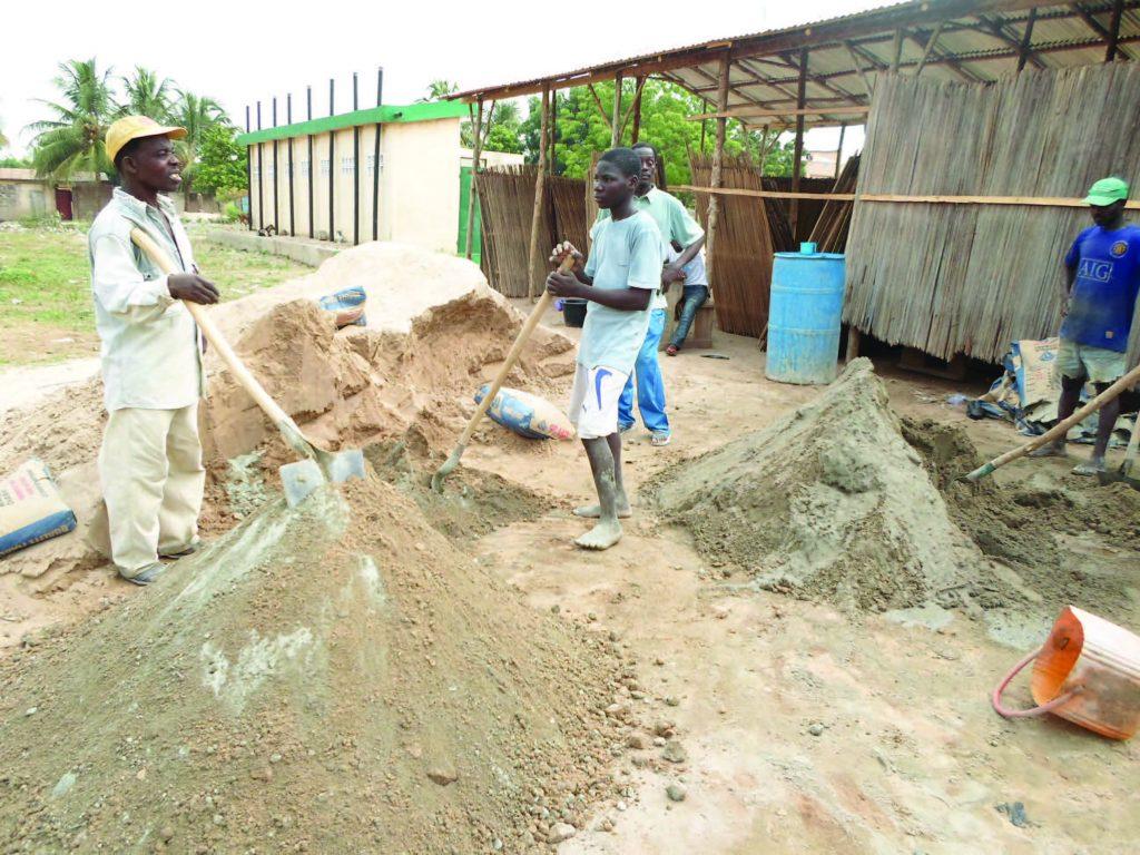 Lydia Ludic Togo se mobilise pour la construction d'une école - Décembre 2012