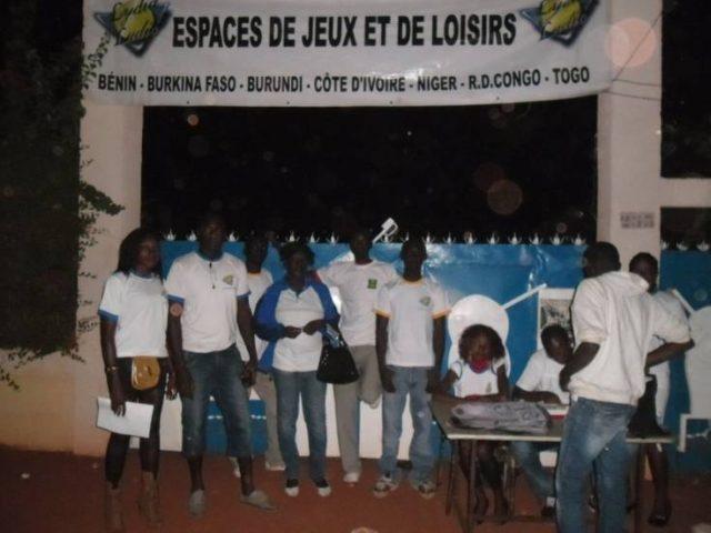 Lydia Ludic Burkina Faso apporte son soutien àl'Association Estudiantine de Bobo-Dioulasso - Décembre 2012