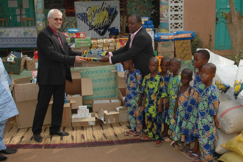 Lydia Ludic Bénin soutient des orphelinats de Gogounou et de Parakou pour Noël - Décembre 2011