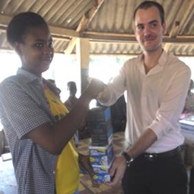 Lydia Ludic Togo apporte son aide à l'école des sourds EPHPHATHA - Janvier 2012