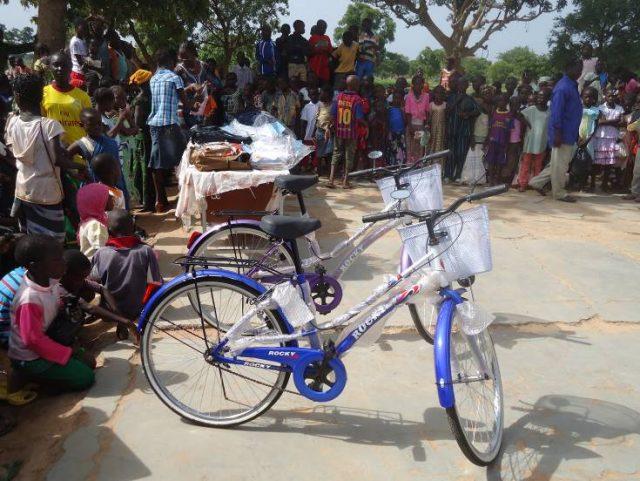 Lydia Ludic Burkina Faso parraine les fêtes de fin d'annéede l'écoledu Groupement d'Artillerie - Juillet 2012