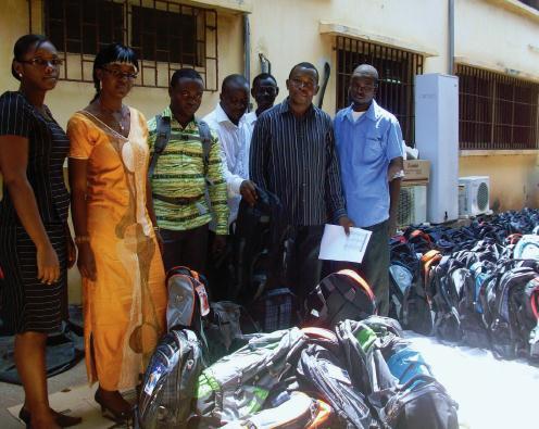 Pour la rentrée, Lydia Ludic Togo offre 400 kits scolaires à ses employés - Octobre 2012